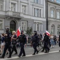 Niespełnione obietnice PiS. Duda i Morawiecki chcą protestów w Polsce {Autor Gabi}