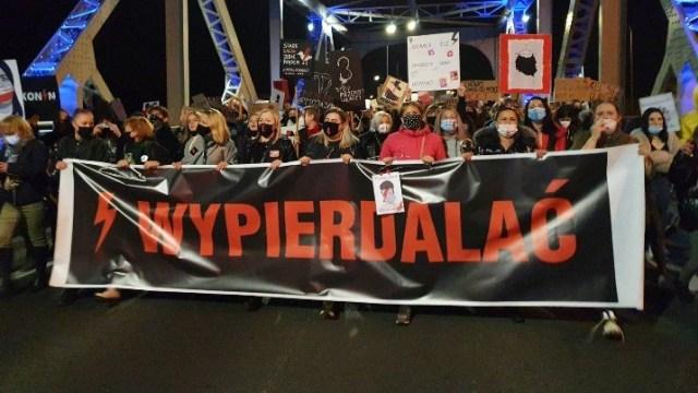 STREAM – POLSKA POŚMIEWISKIEM EUROPY – DZIADY UDAJĄ BOGACZY :-) + TEL WIDZÓW