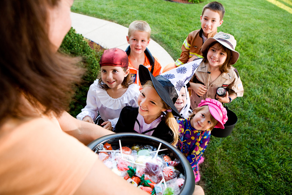 mizner-country-club-delray-beach-trick-or-treating