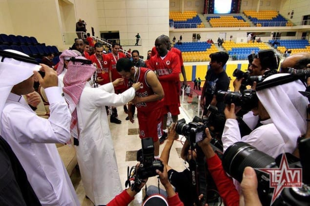 his excellency sheikh saoud bin abdulrahman al thani giving the golden medal to player mizo amin