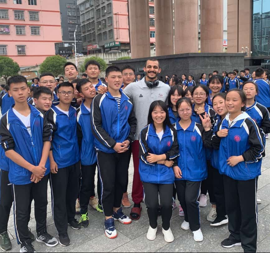 Mizo Amin with some fans in china