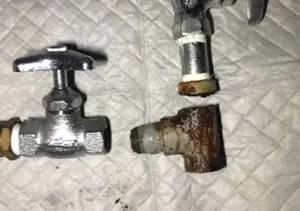 給水管からの水漏れの原因