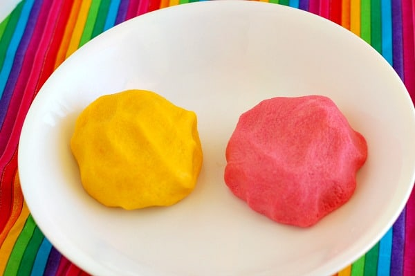 Mexican breakfast rolls for Cinco de Mayo with a shocking pink or lemon yellow cookie topping are a delicious way to start your day. | mjbakesalot.com