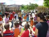 Los jóvenes del Movimiento Calasanz trabajando con los niños