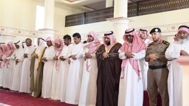 Photo of سمو الأمير محمد بن عبدالعزيز يؤدي صلاة الميت على رئيس رقباء مجممي ..