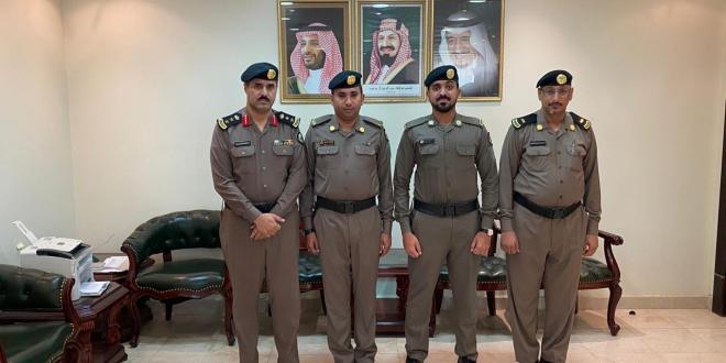 مدير شرطة صامطة يقلّد الصلوي رتبته الجديدة..
