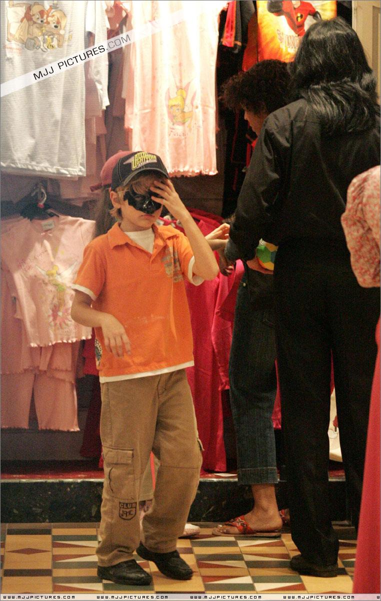 MJ & Kids in Paris
