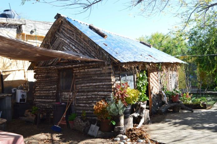 Traditional Mascogo building style appears to owe a debt to U.S. log cabins.