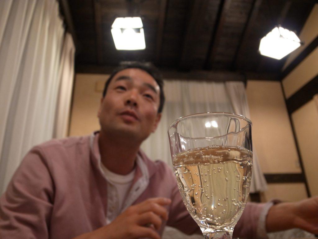 スパークリングワインと長坂氏