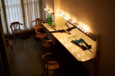 makeup-stand_5917181422_o