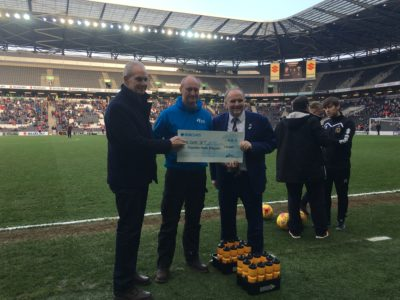 MK MARATHON DONATES £10,000 TO MK DONS SET