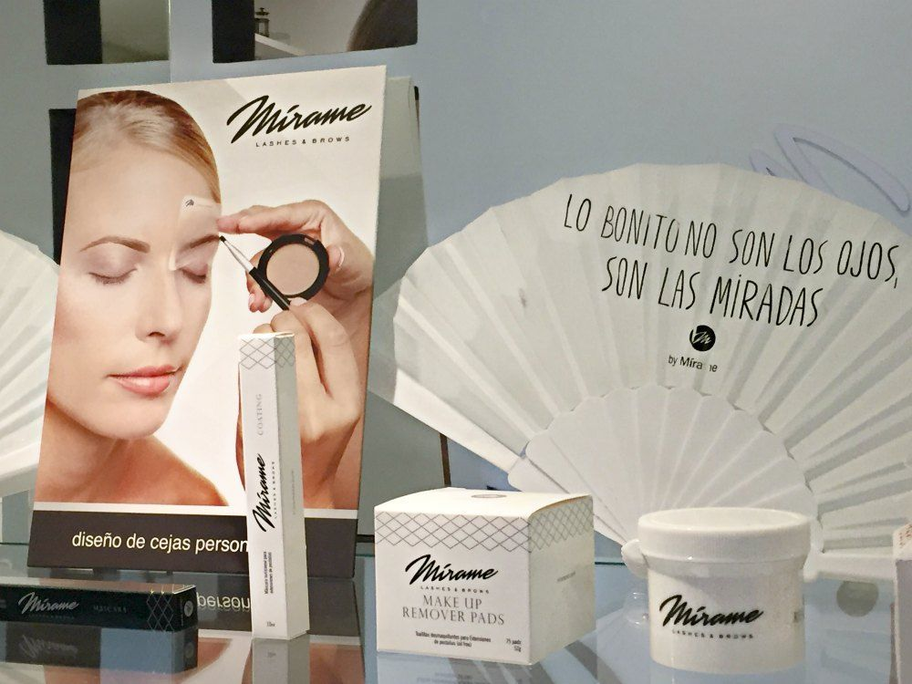 escaparate-productos-cejas