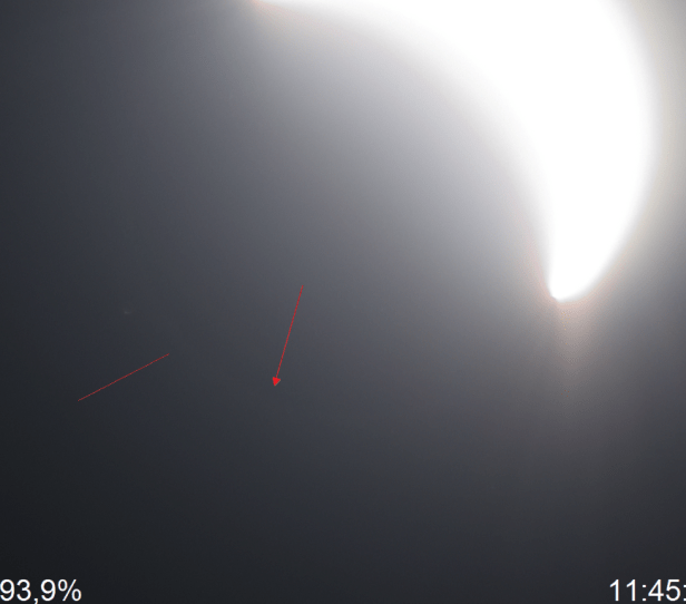 Solar corona outline barely visible at 93,9% obscuration