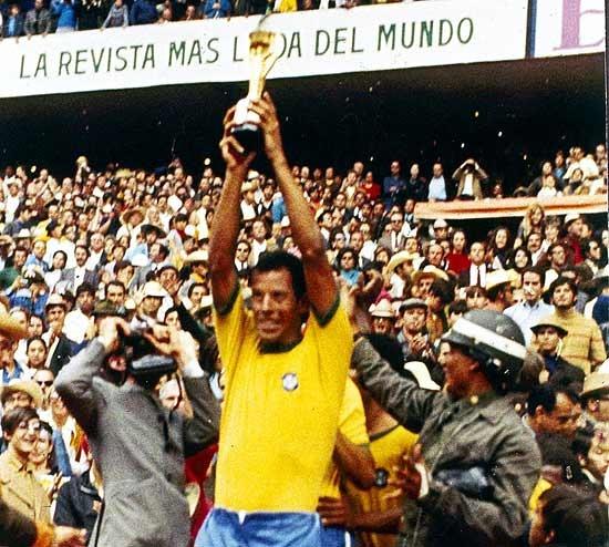 Resultado de imagem para fotos de brasil 4 x 1 italia final da copa de 70