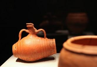 小型桶状双耳陶瓶