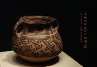复道斜线齿纹彩陶罐