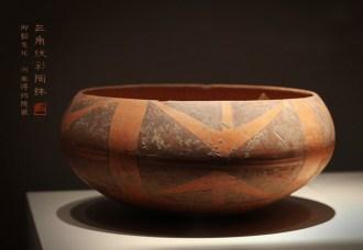 三角纹彩陶钵