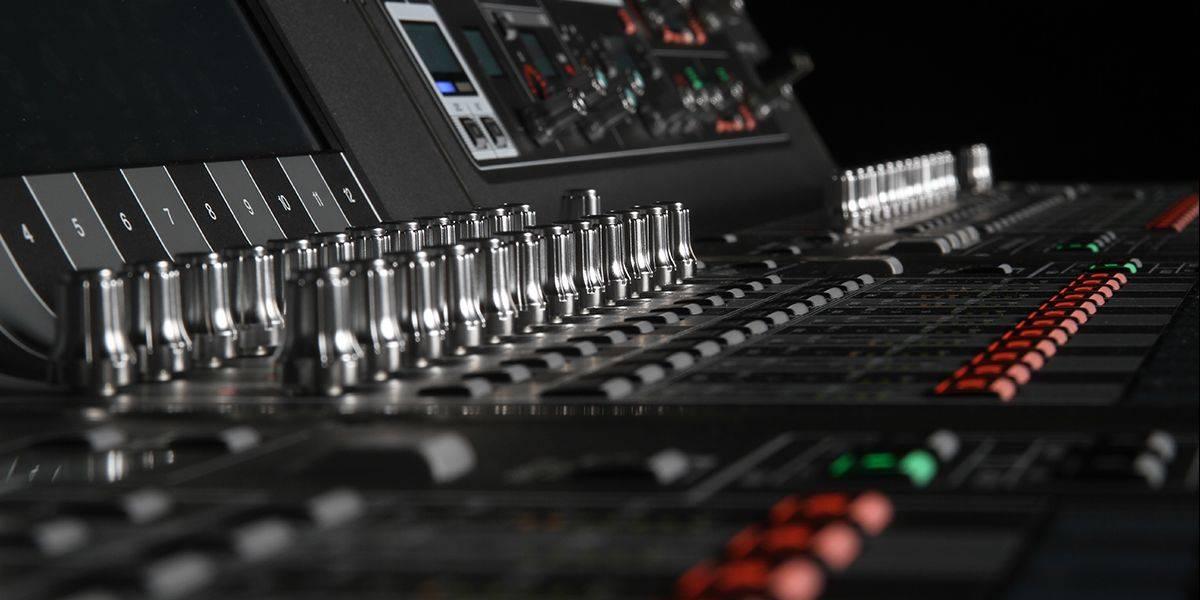 Fader Section on Yamaha RIAVGE PM7