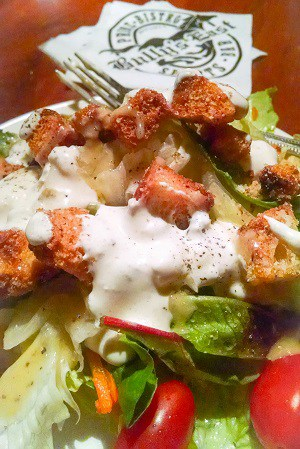 Crunchy croutons with blue cheese dressing