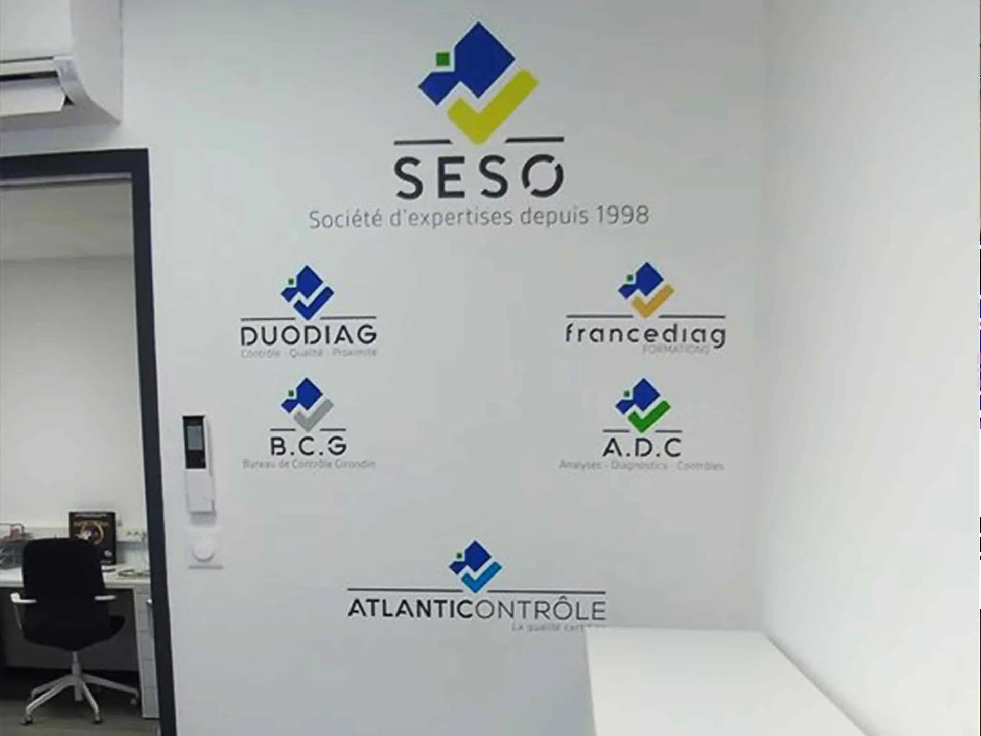 Décoration interieure - vinyle sur mur Seso par agence graphics