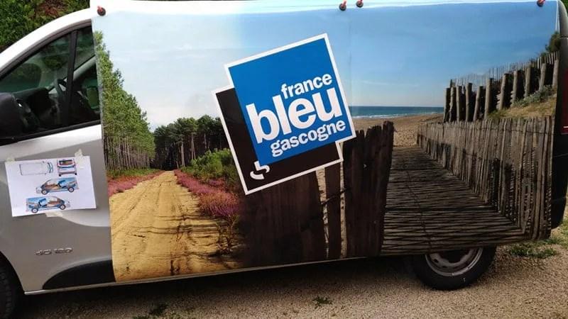 POse covering france bleu gascogne par agence graphics