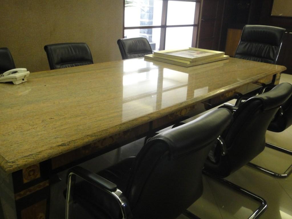 Meja Rapat Kayu Berkapasitas 8 Orang