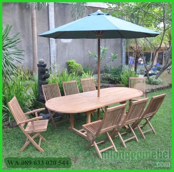 payung taman dengan meja panjang