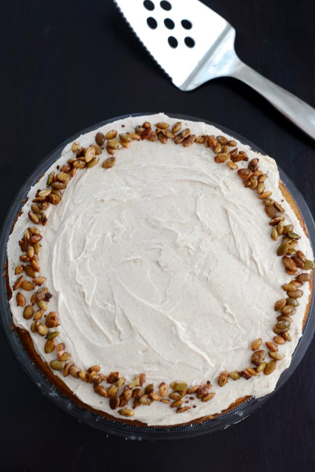pumpkin spice cake with cinnamon bourbon buttercream frosting via M Loves M @marmar