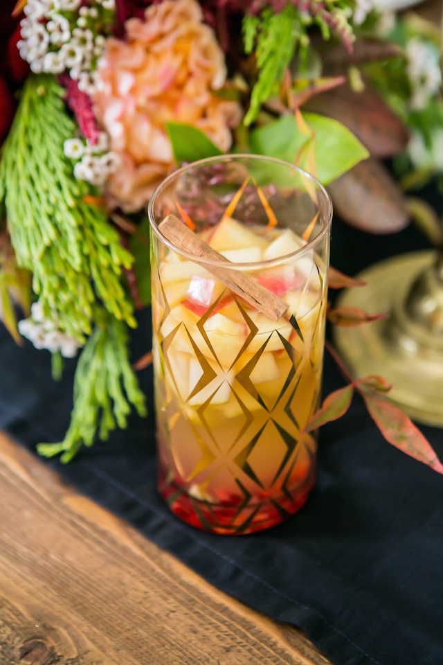 autumn sangria for fall dinner party M Loves M @marmar