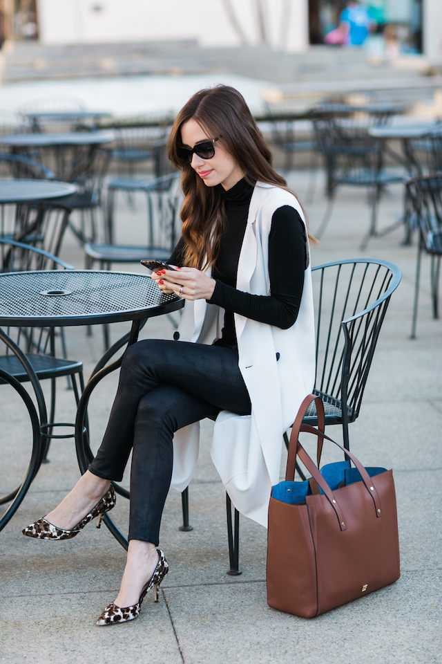 chic work outfit with leopard print heels and the item you need to stay organized for a day at work M Loves M @marmar