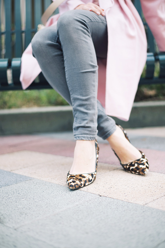 gray jeans with leopard print heels M Loves M