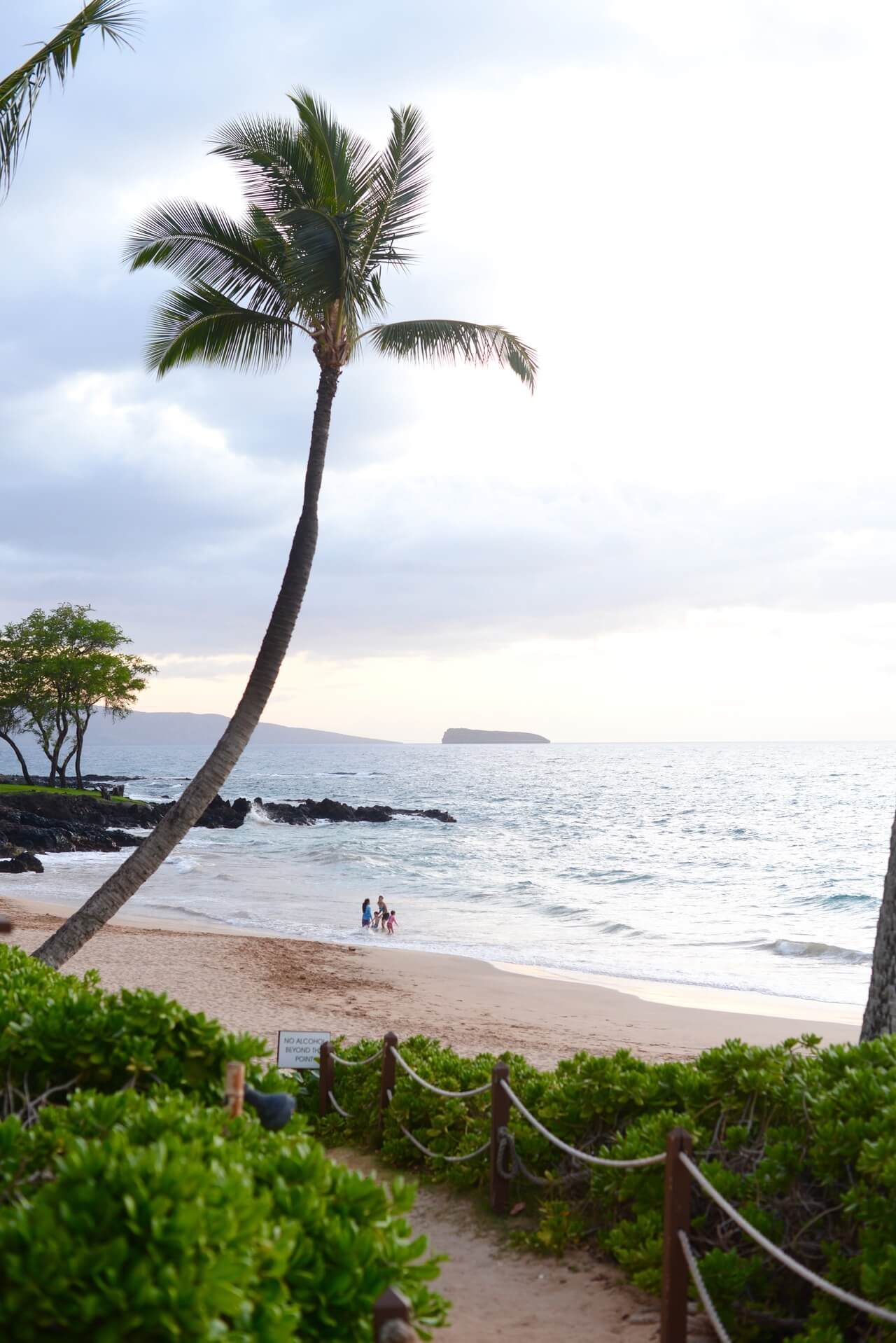 Maui Hawaii Blog Post with recommendations on where to stay, what to eat, and what to do