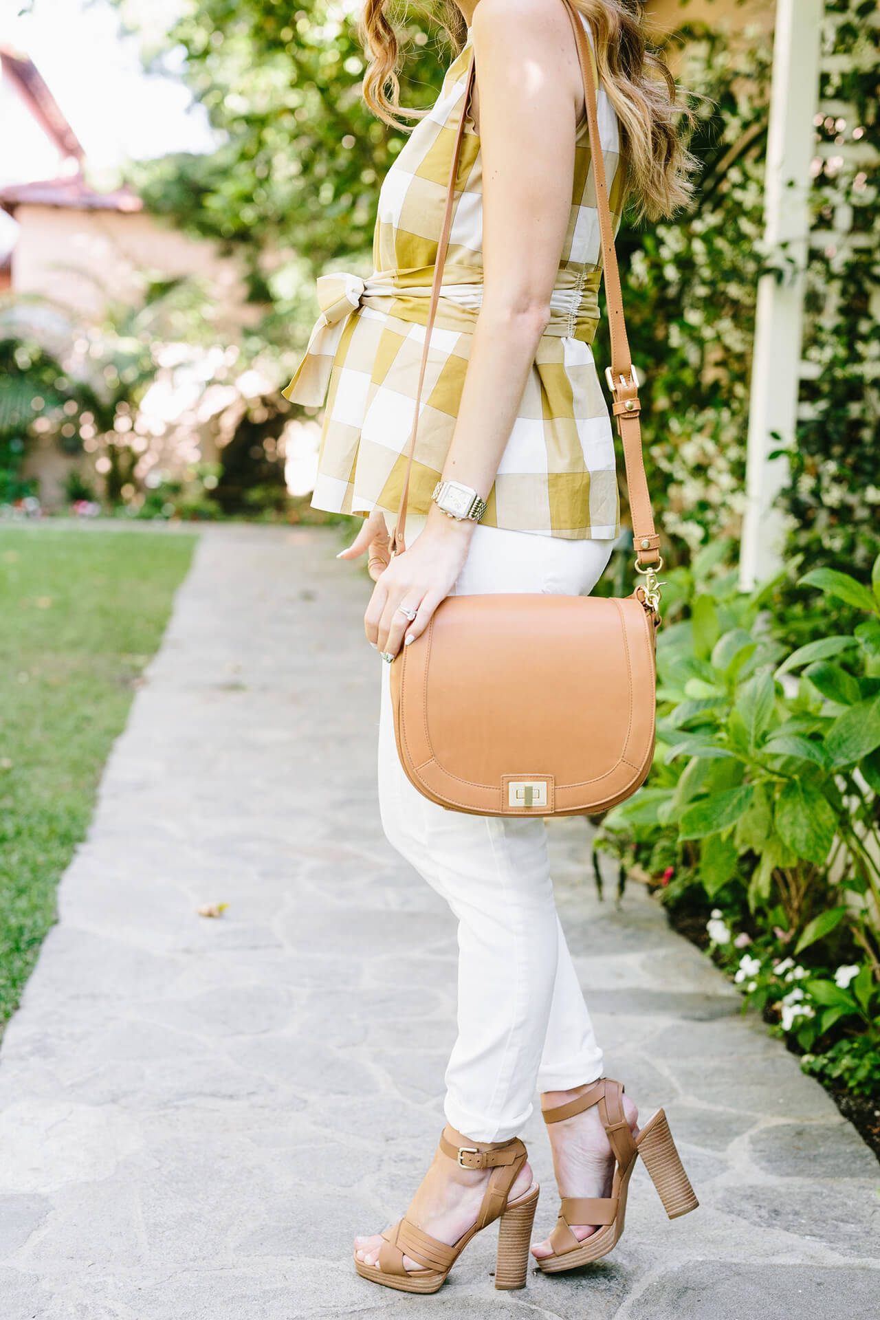 white jeans with brown sandal heels