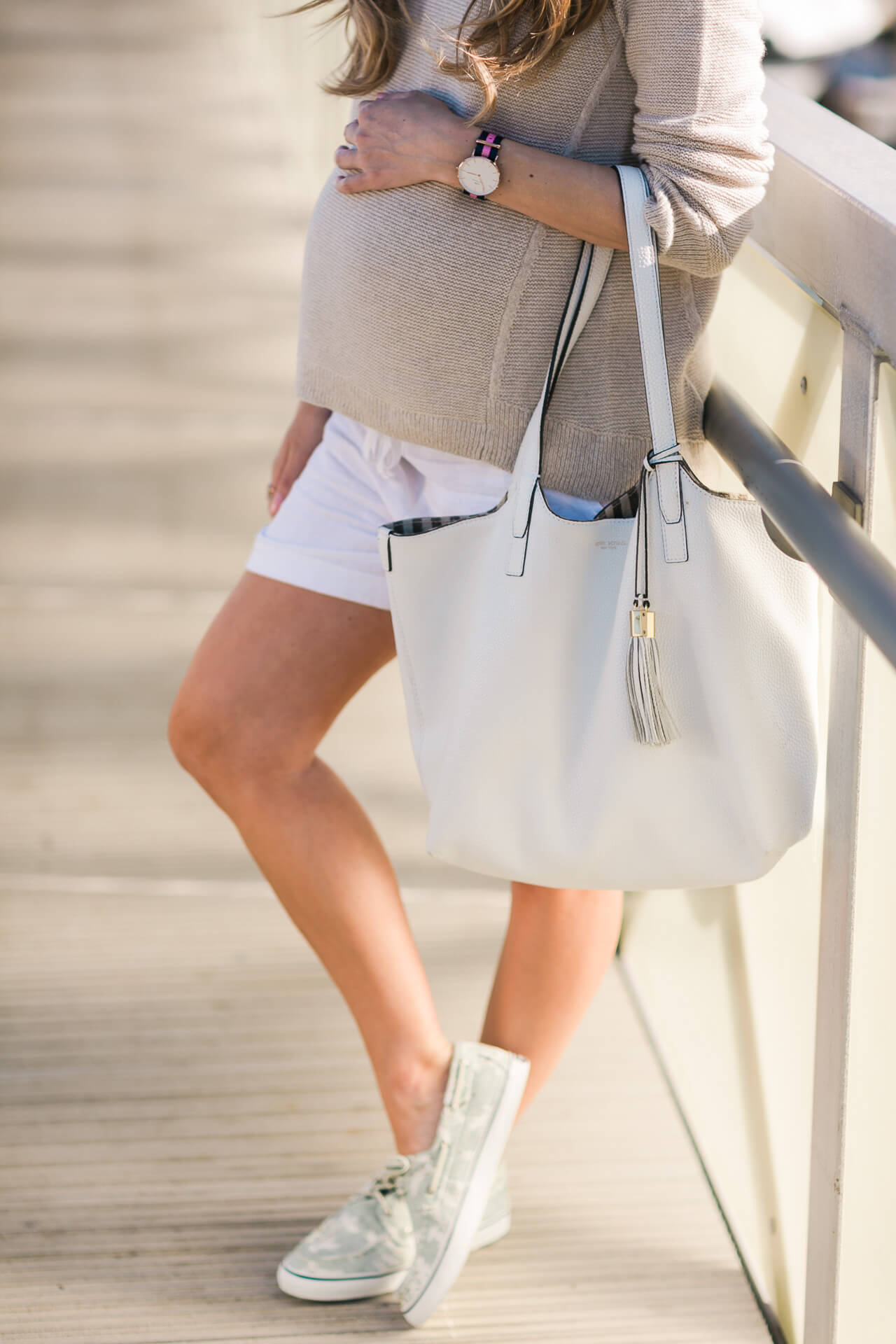dressing the bump during the summertime with a beige sweater and white linen shorts- maternity outfit inspiration