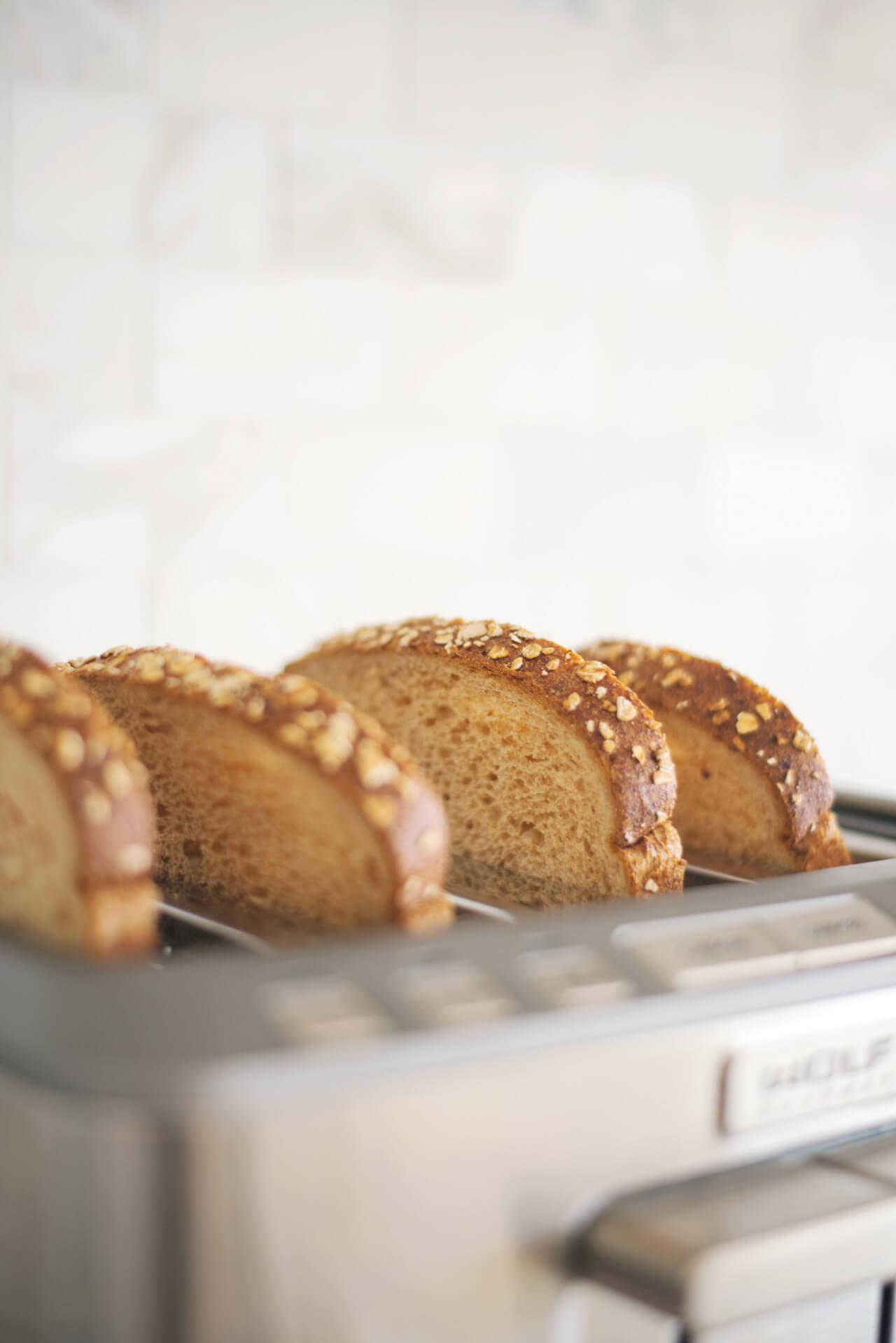 sliced bread in toaster
