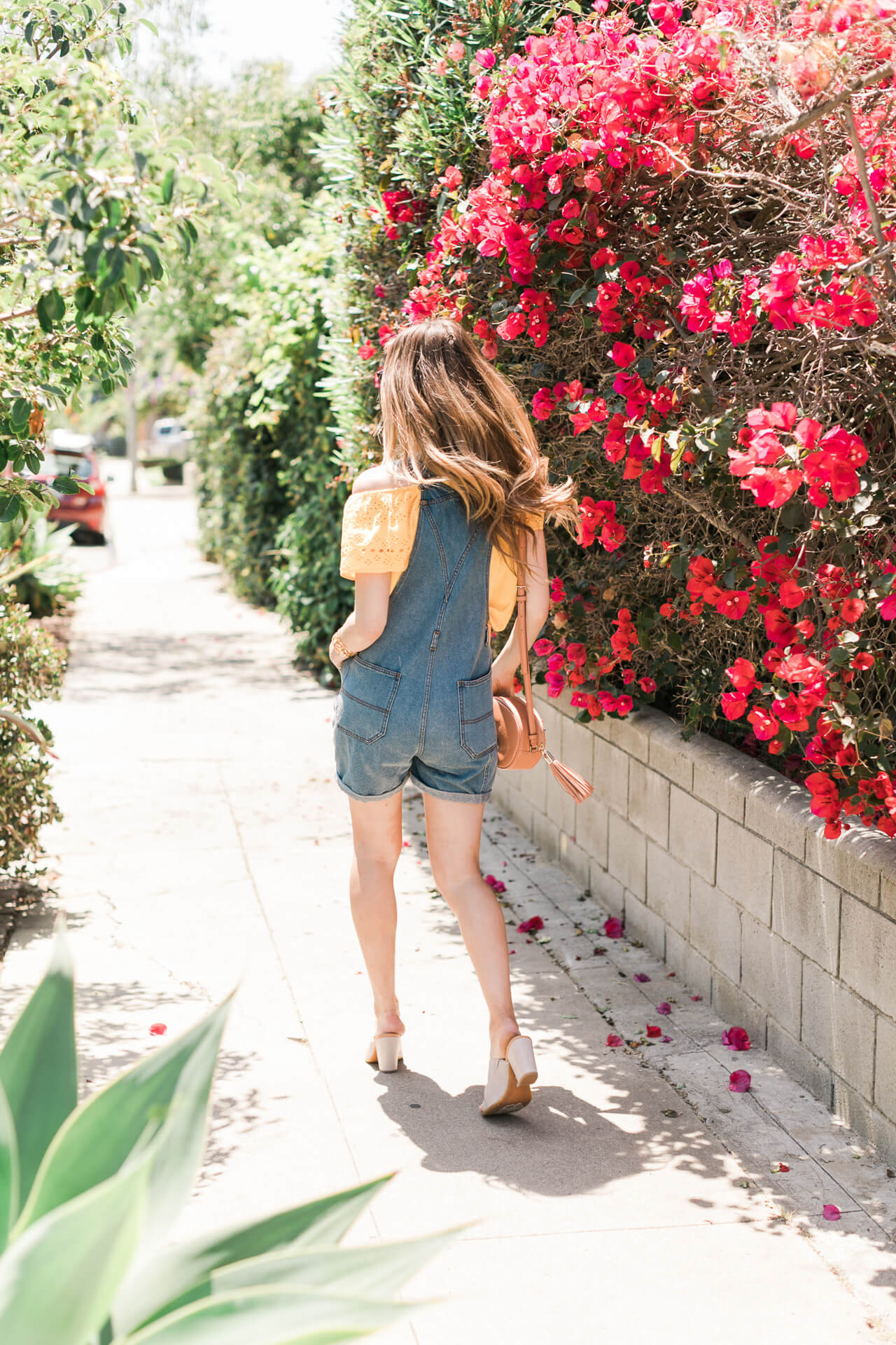 on the go in this casual summer overall outfit