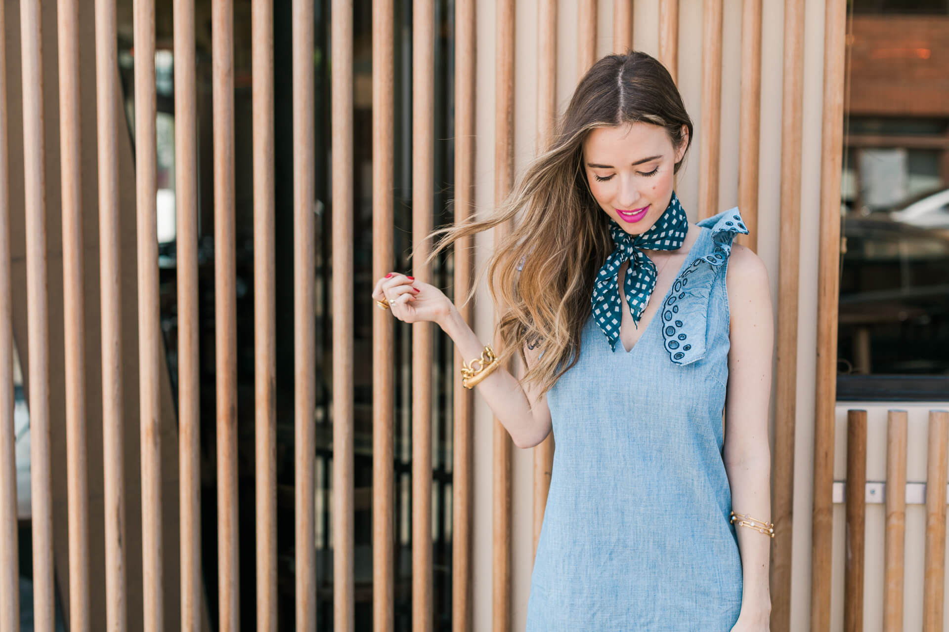 easy waves and makeup to pair with this chambray outfit - M Loves M @marmar