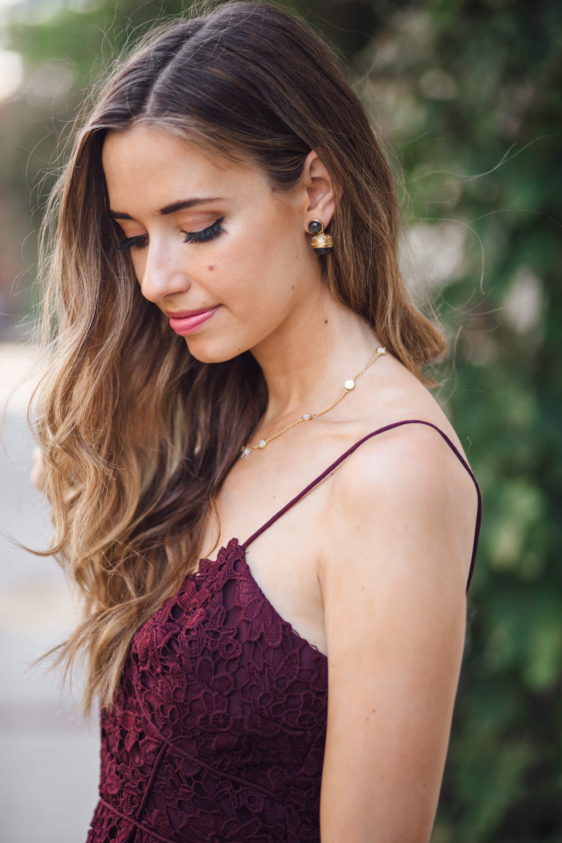 Gorgeous wavy brunette hairstyle for fall