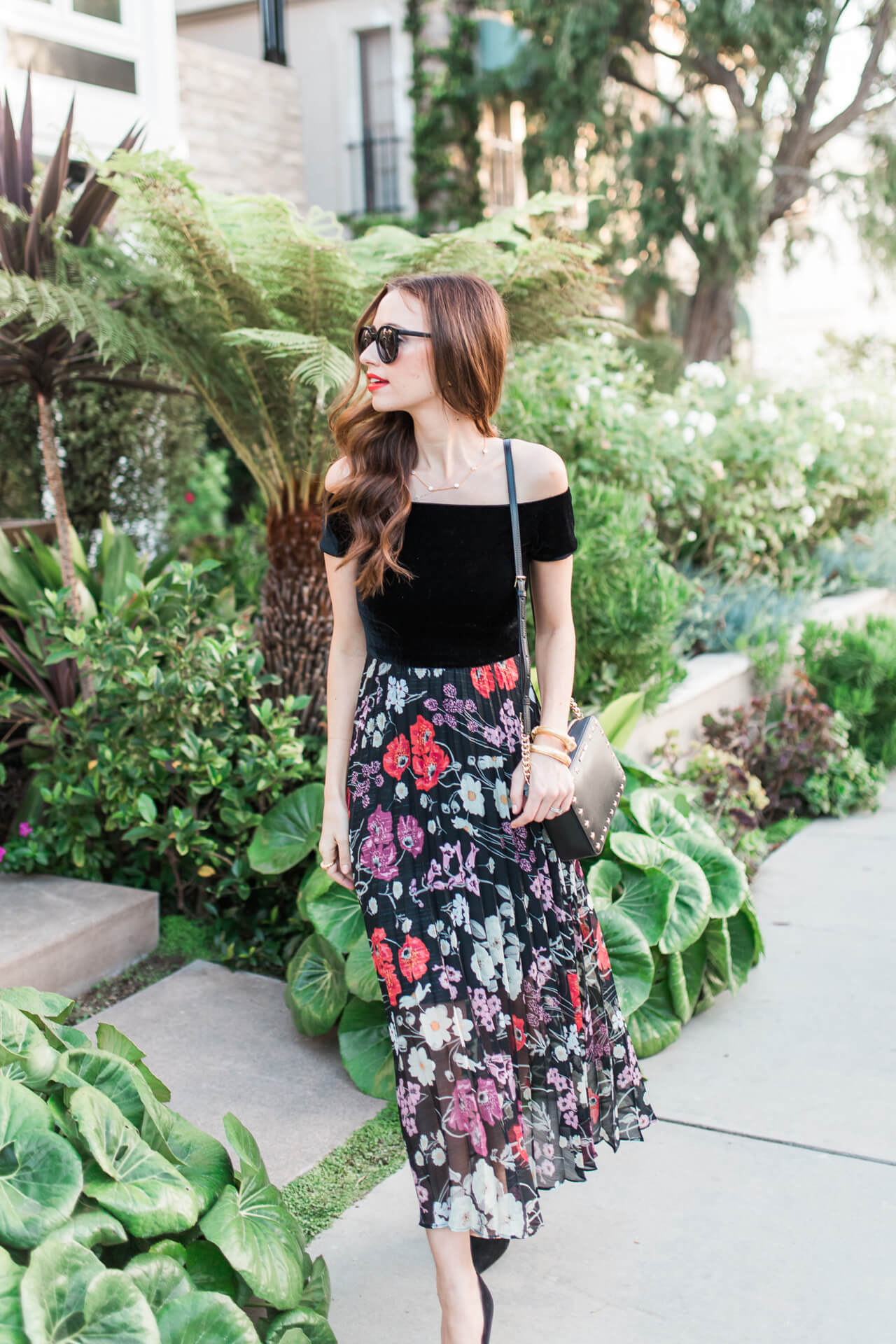 Love this darling floral look with cute sunnies