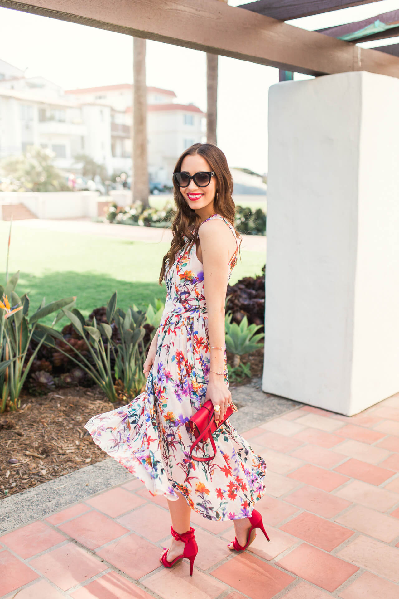 gotta love a dress spin! Love this flowy dress for spring and summer