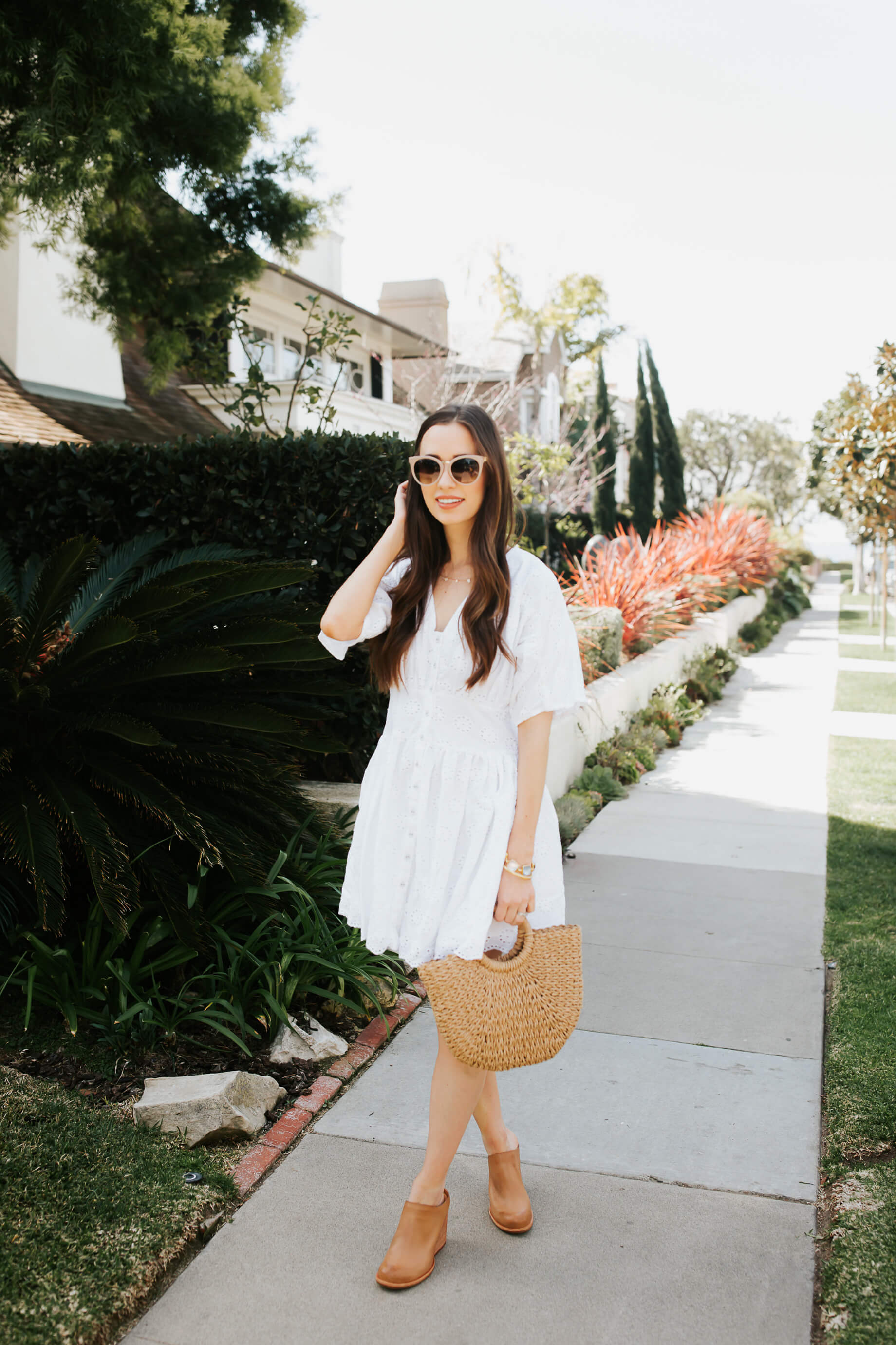 cute spring outfits. I'm loving this white eyelet dress
