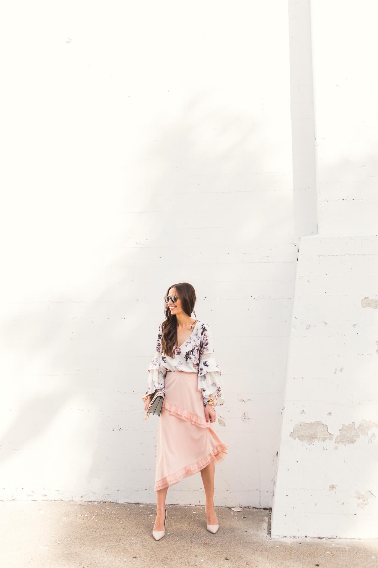 feminine los angeles fashion blogger
