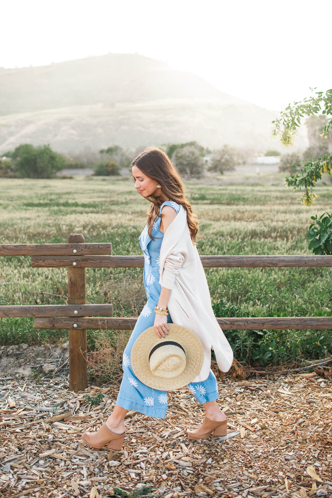 cute spring outfit inspiration that would be so cute for a music festival - M Loves M @marmar