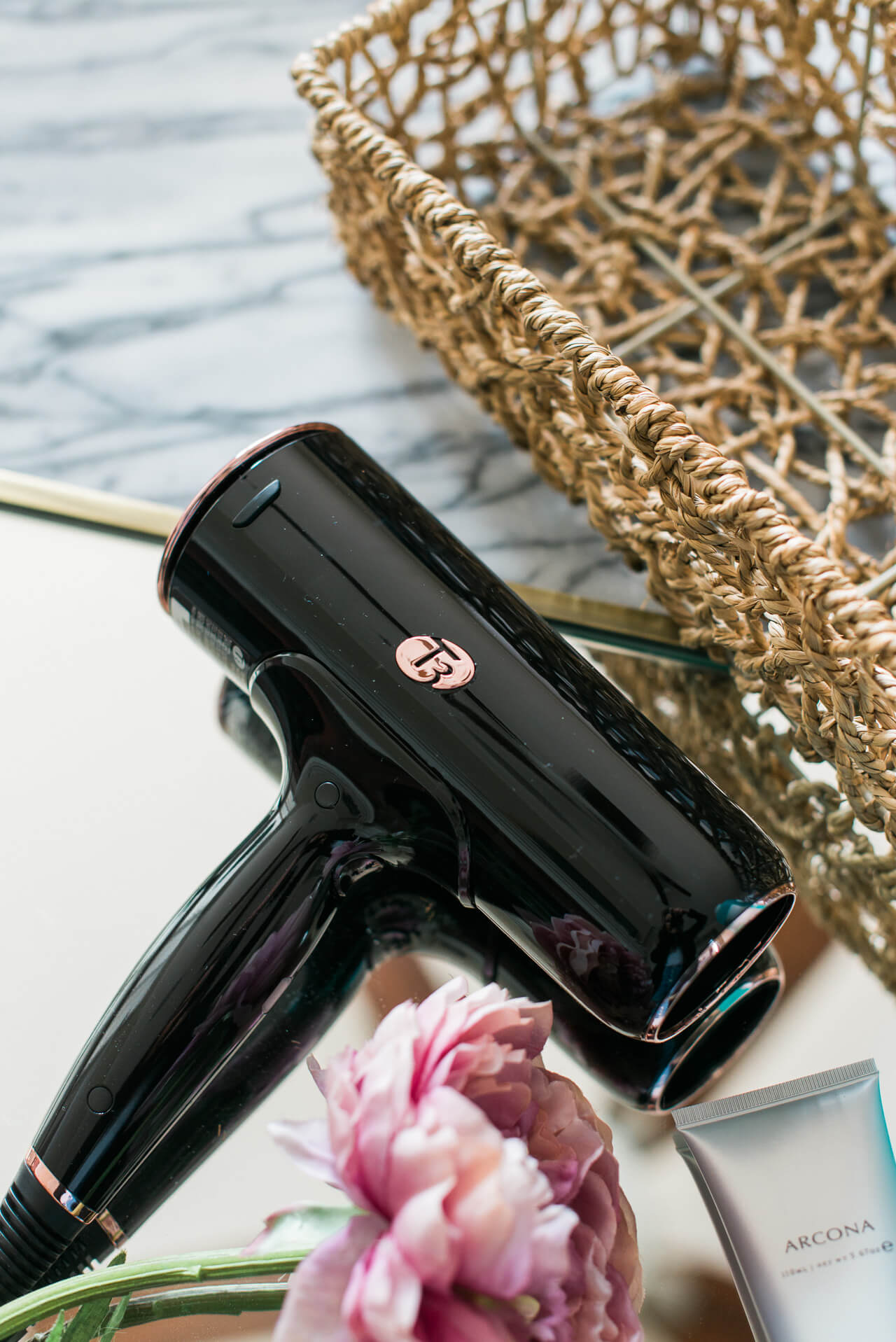 I'm always looking for tips and hacks for styling my hair and I think this blowdryer might just do the trick! | M Loves M @marmar