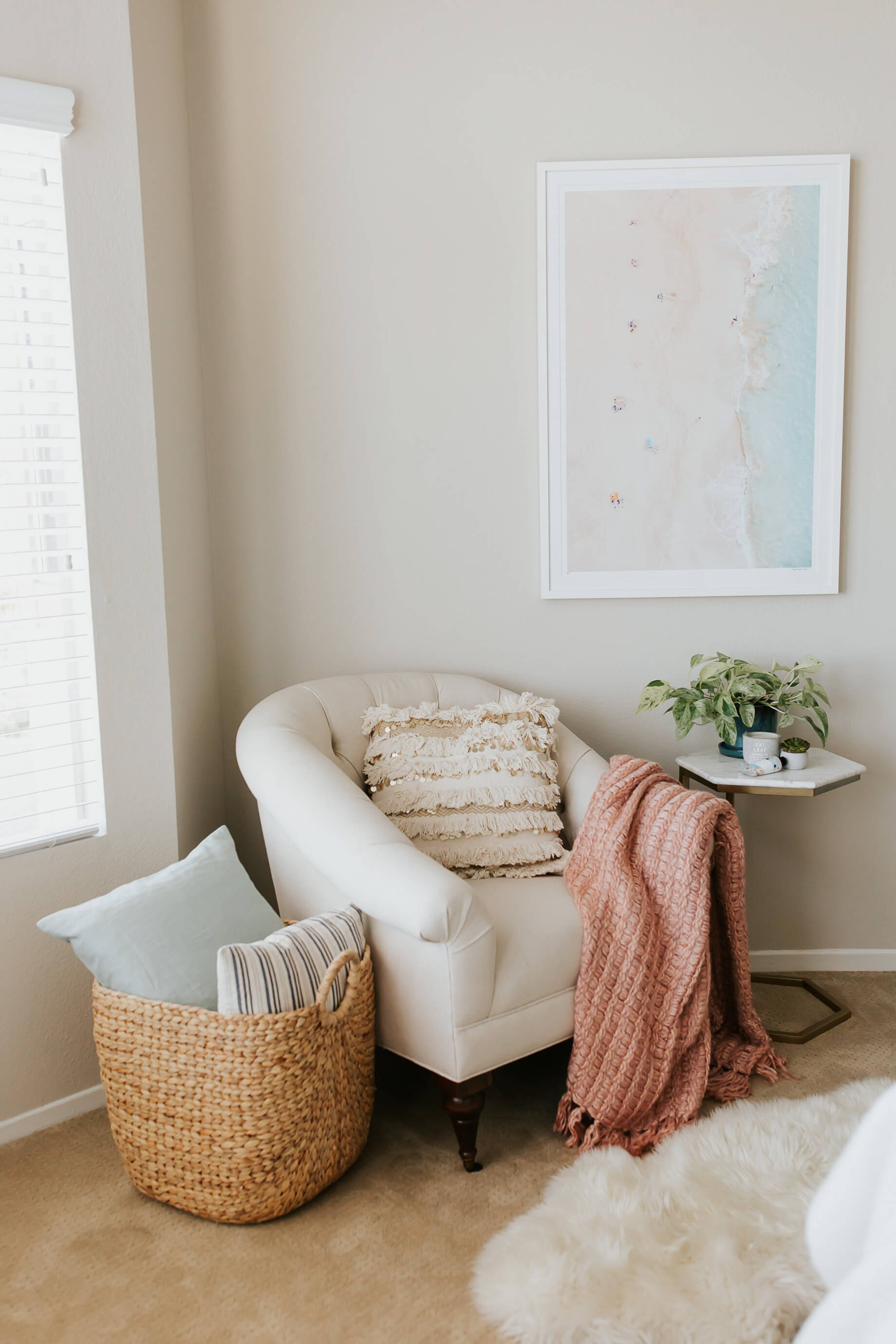 Check out how I designed our bedroom reading nook! | M Loves M @marmar