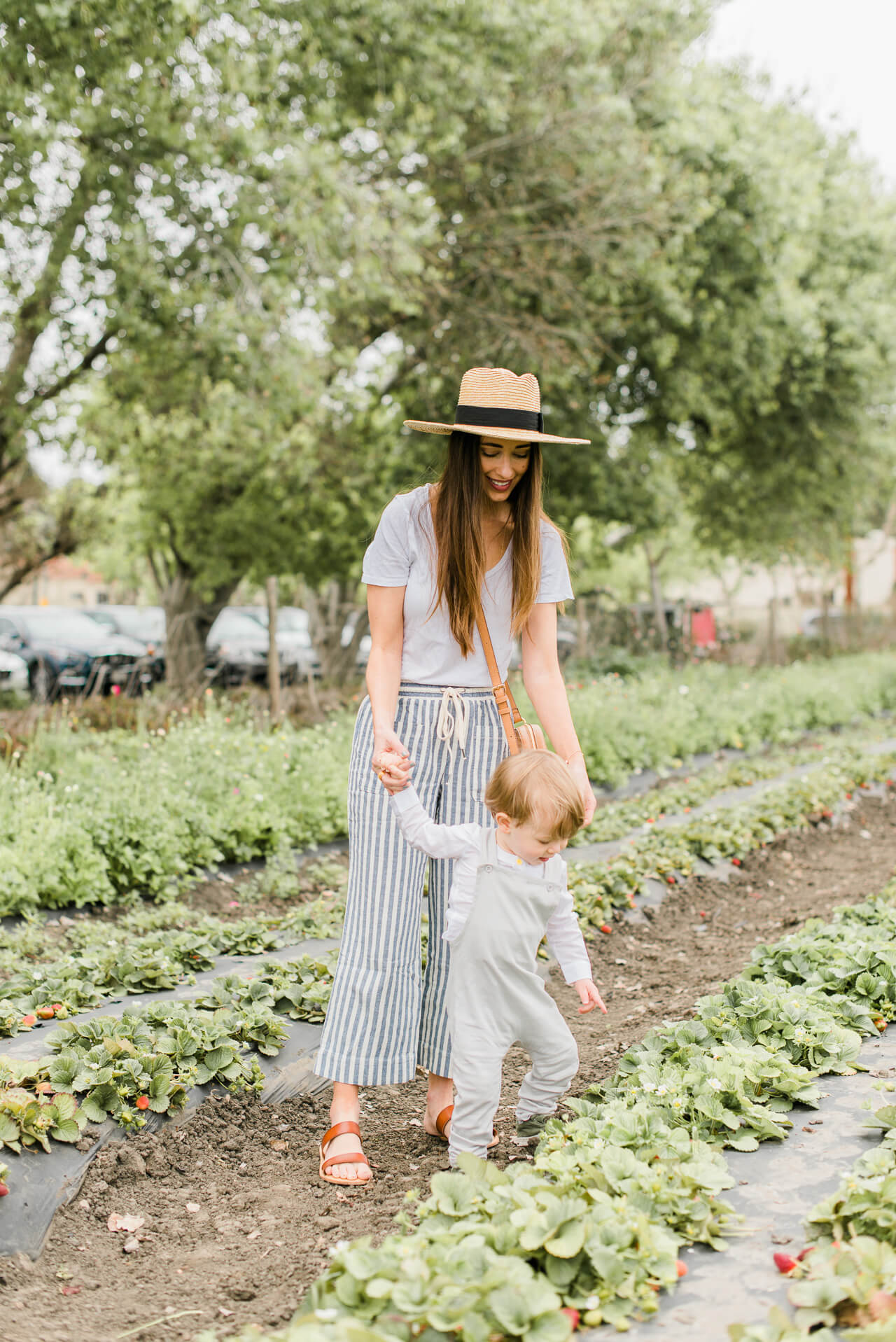 The perfect spring outfit plus the perfect spring outing at the farm with my little one!