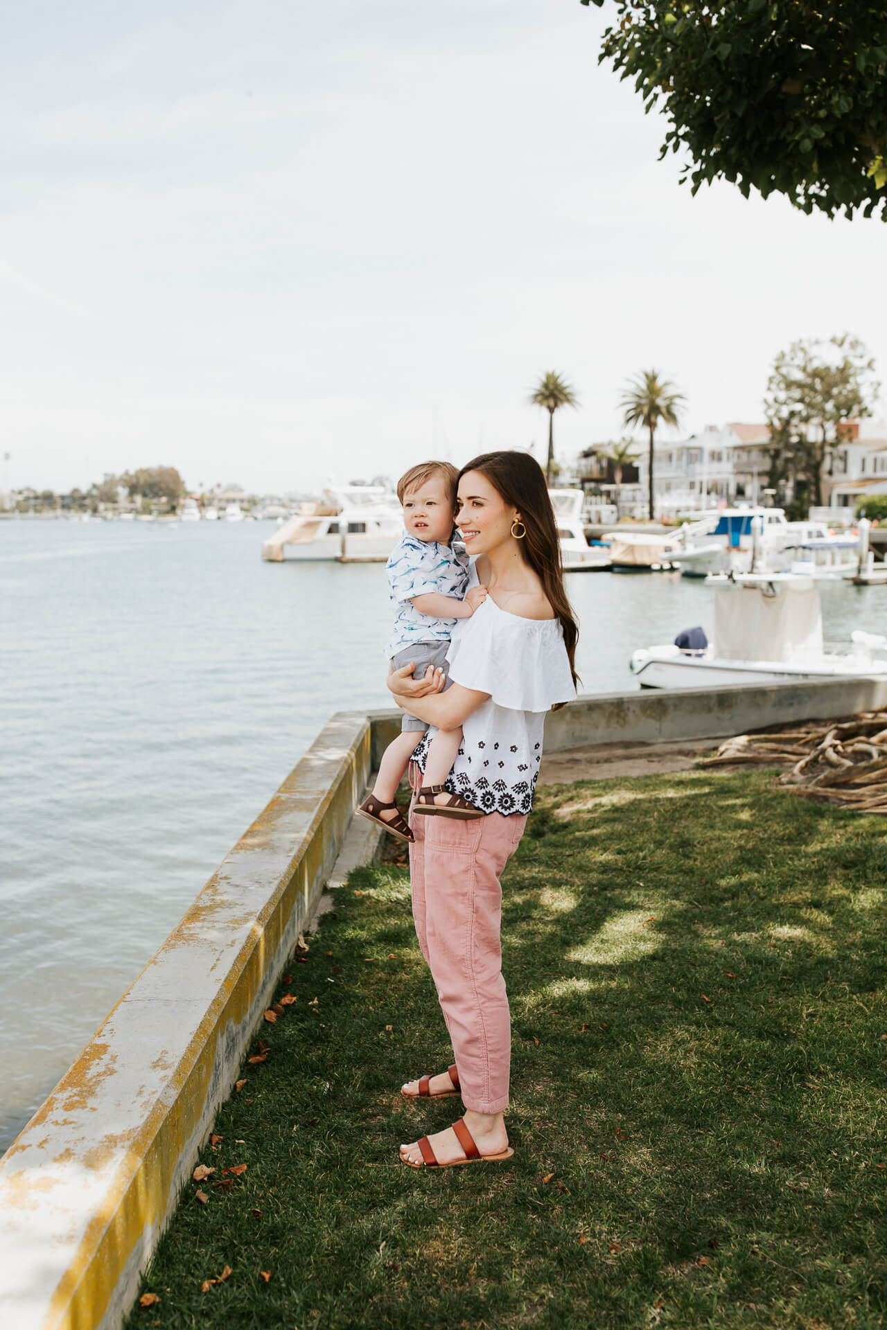 This is everything I pack for a family trip to the beach! | M Loves M @marmar