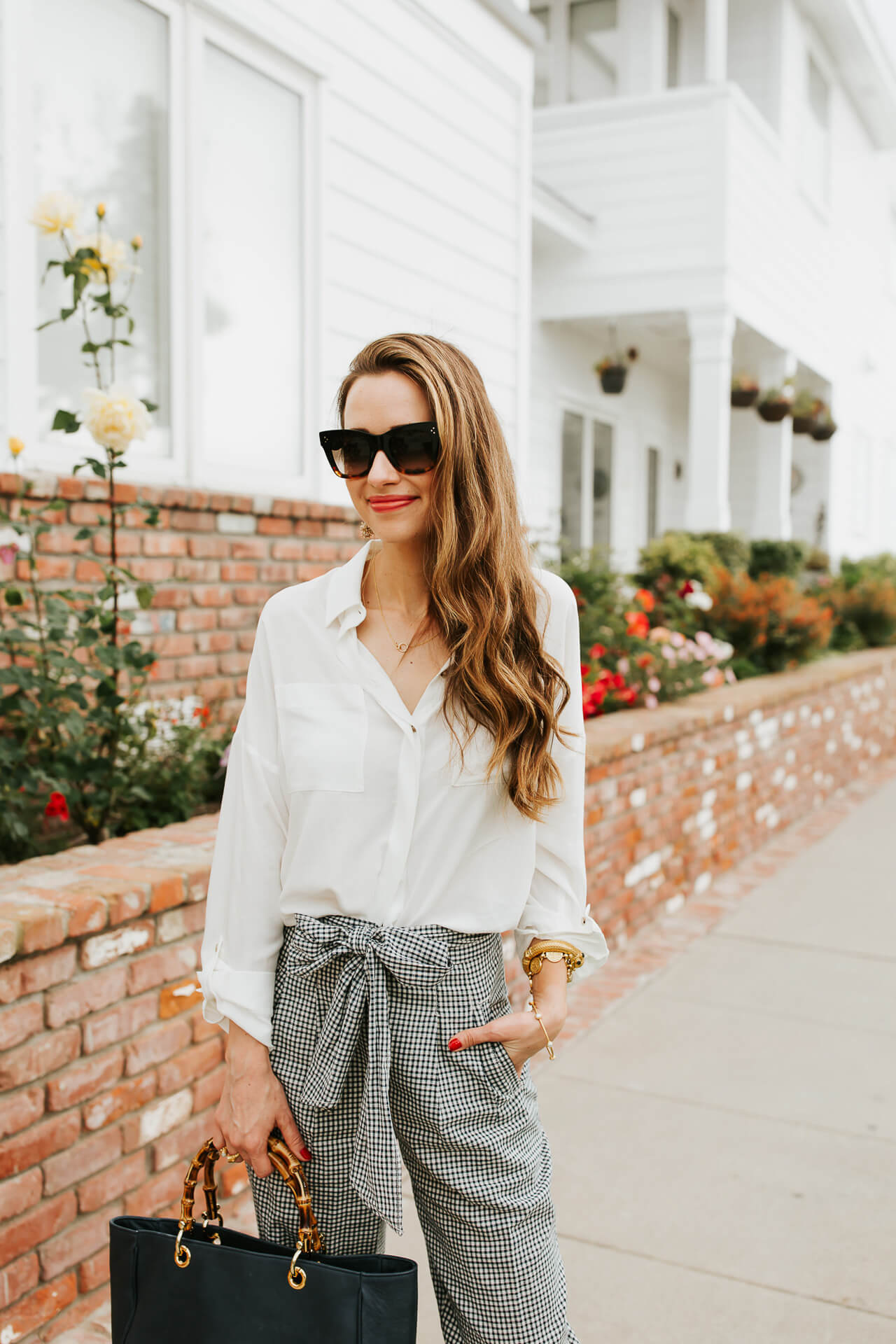Crisp white button down + gingham linen pants = the perfect summer work outfit! | M Loves M @marmar