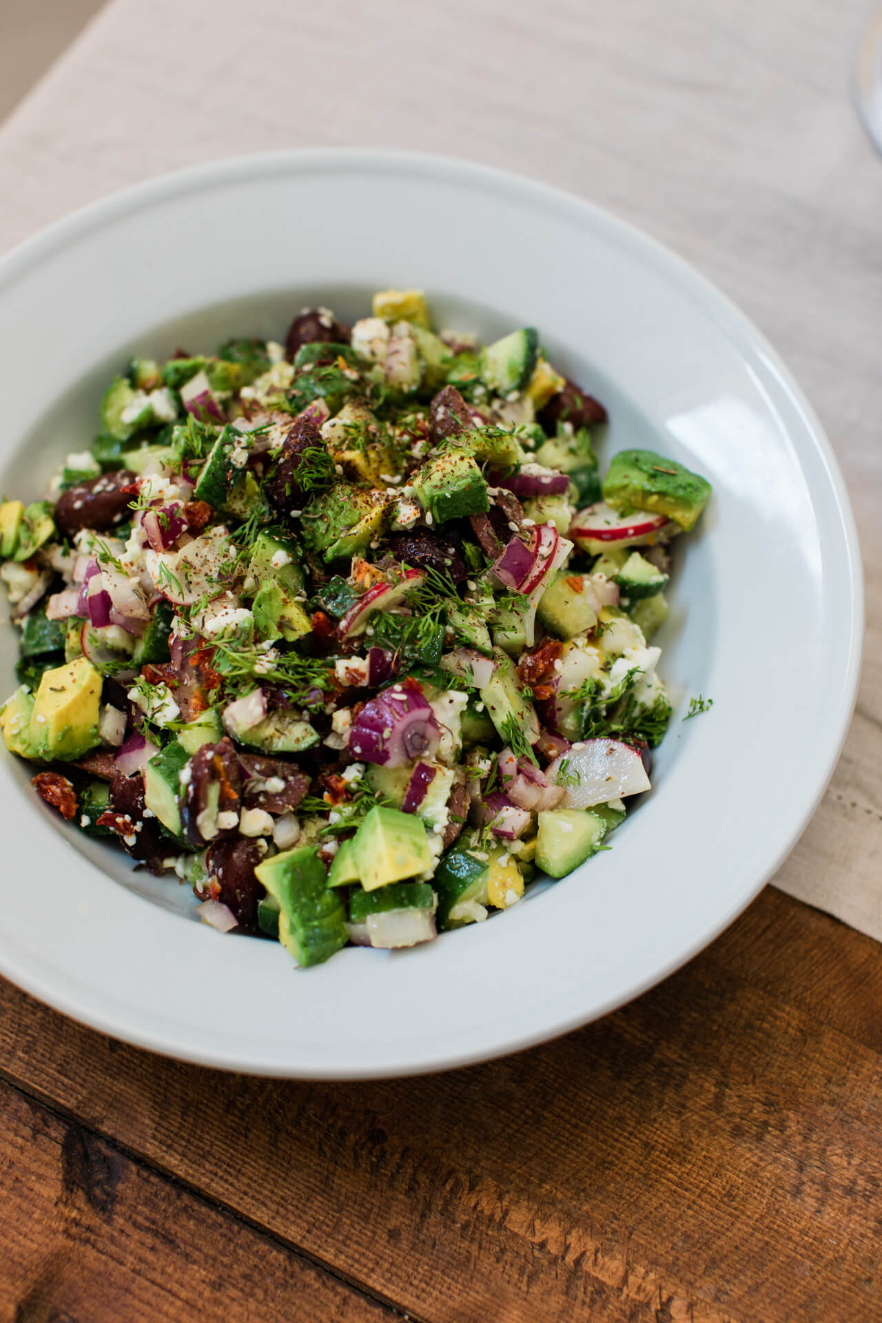 easy summer no heat recipe idea: avocado greek salad + 9 no heat recipes - M Loves M @marmar