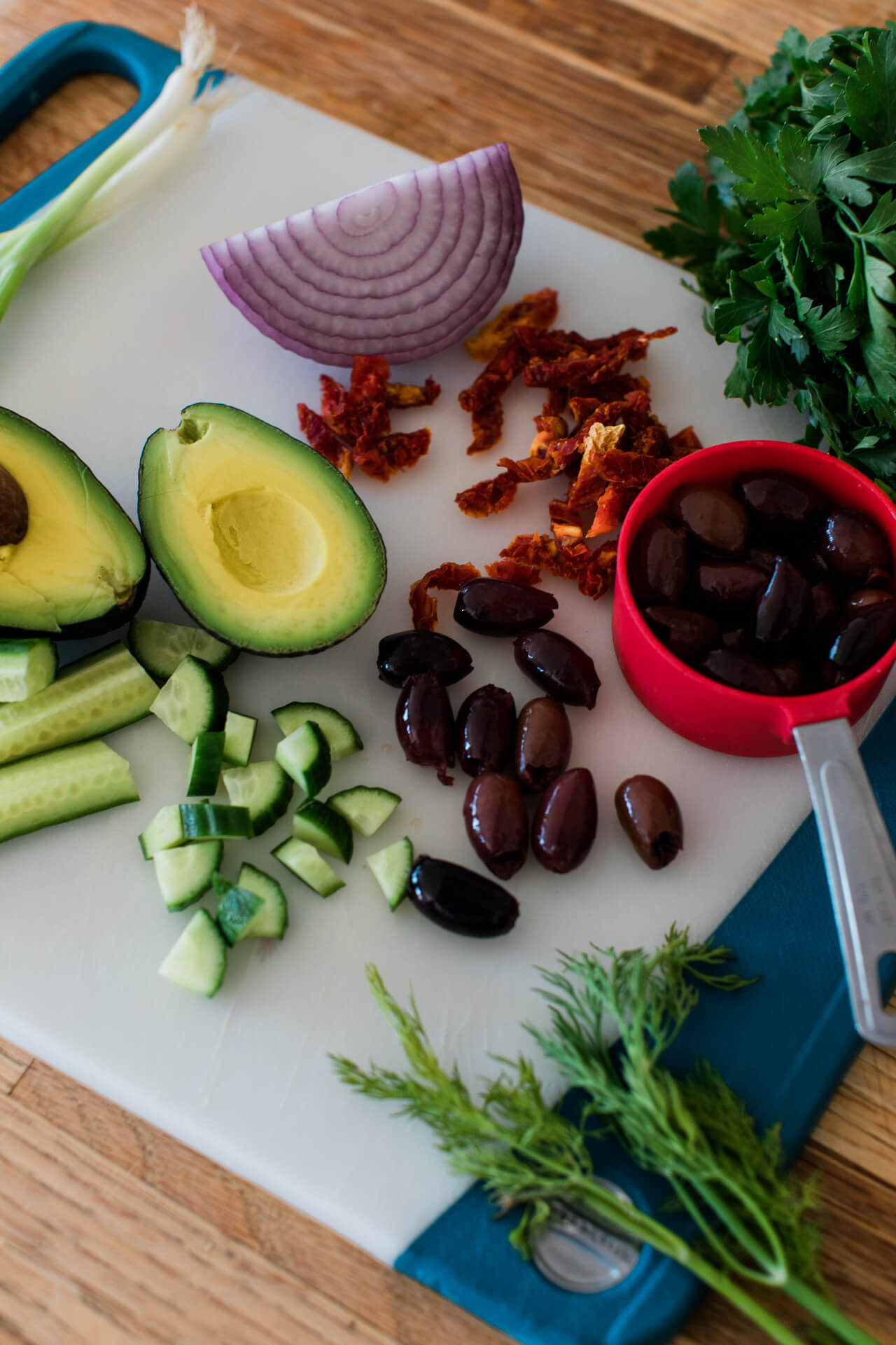 how to make an avocado greek salad - M Loves M @marmar